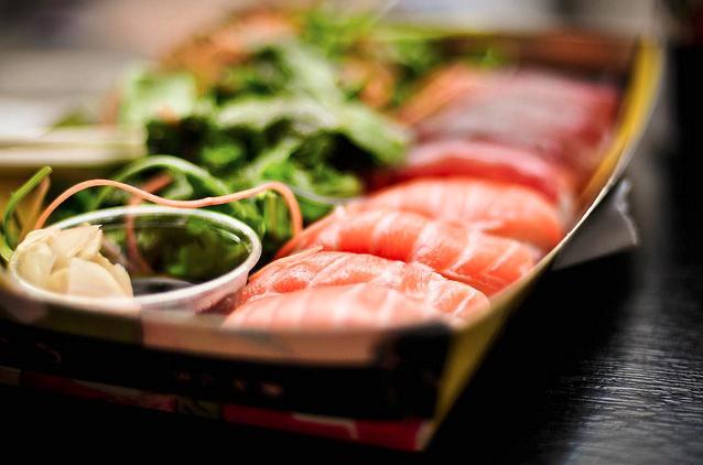 Wie isst man Sushi?
