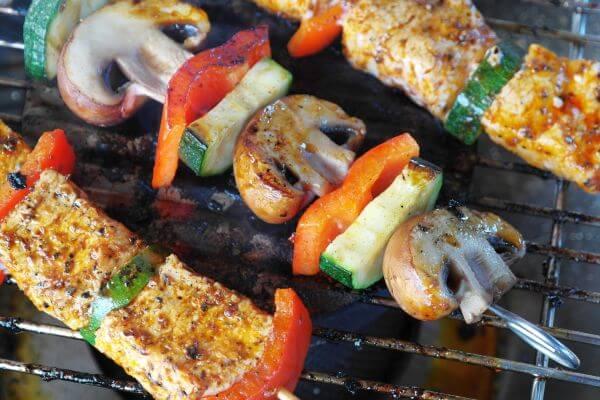 Grillfleisch marinieren: würziger Spieß