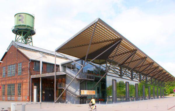 Der Vorbau der Jahrhunderthalle Bochum wurde 2003 errichtet