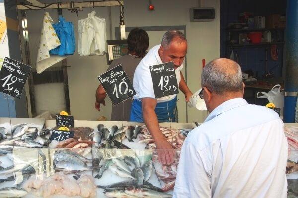 Entdecken Sie verschieden Fischdelikatessen auf dem Matjesfest Duisburg!