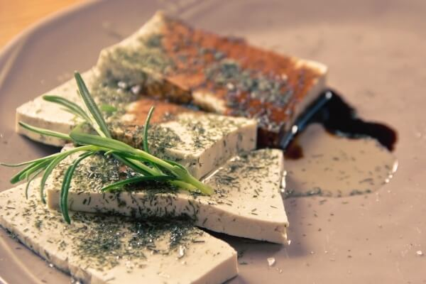 Tofu – der Klassiker in der veganen Ernährungspyramide!