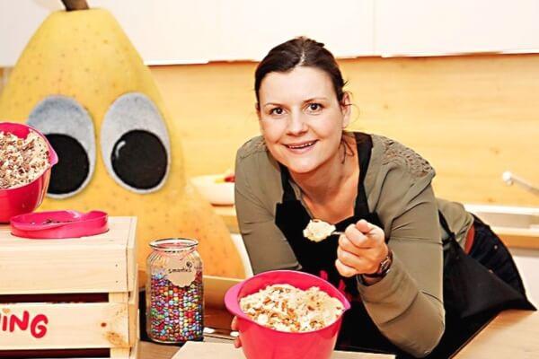 Diana Hildenbrand nascht gerne essbaren Keksteig.